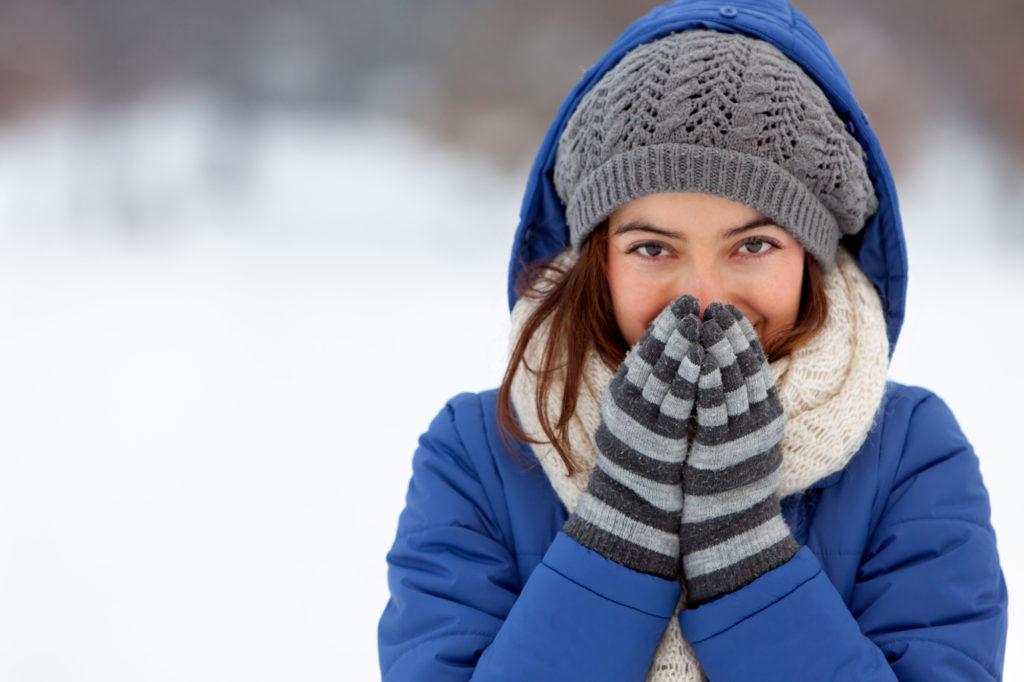 Kvinde med vinterjakke